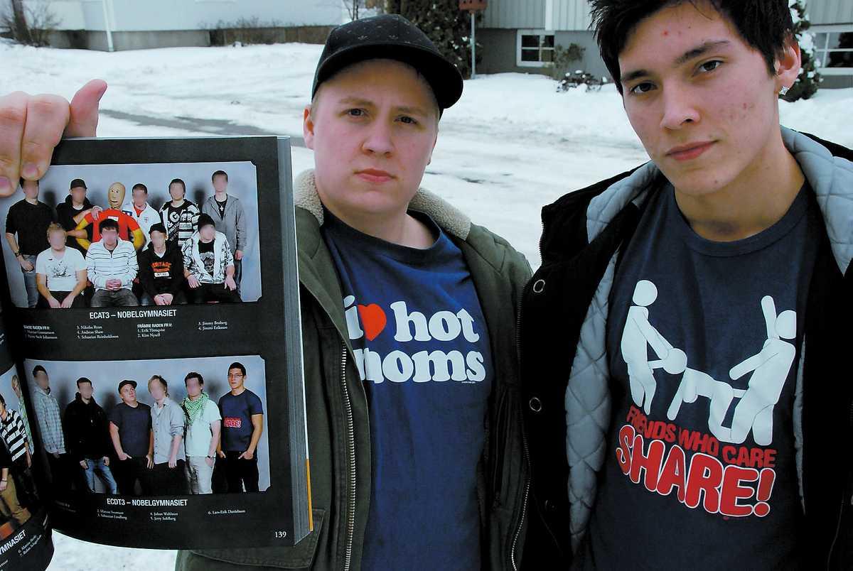 TRYCKEN SUDDADES BORT Sebastian Lindberg, 18, och Lars-Erik Danielsson, 18, ville spexa till det med roliga t-shirttryck i skolkatalogen. Men när de fick skolkatalogen hade rektorn censurerat bort trycken.