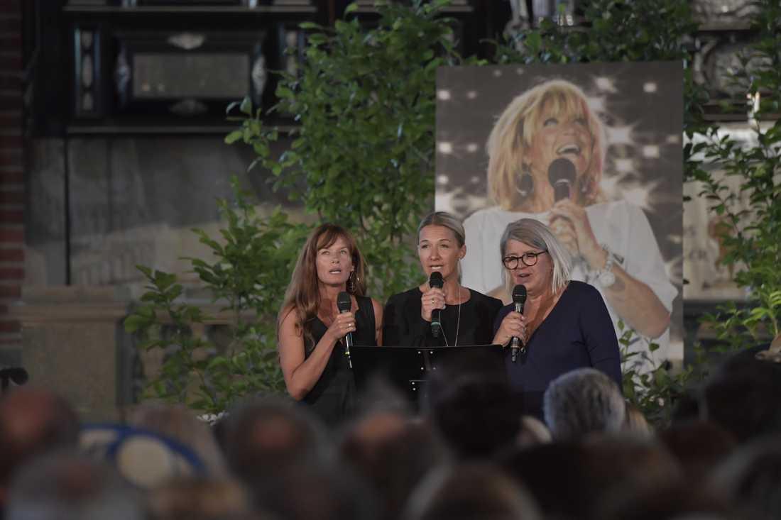 Malin Berghagen, Kristin Kaspersen och Monica Svensson framförde sin egen hyllningssång till Lill-Babs.