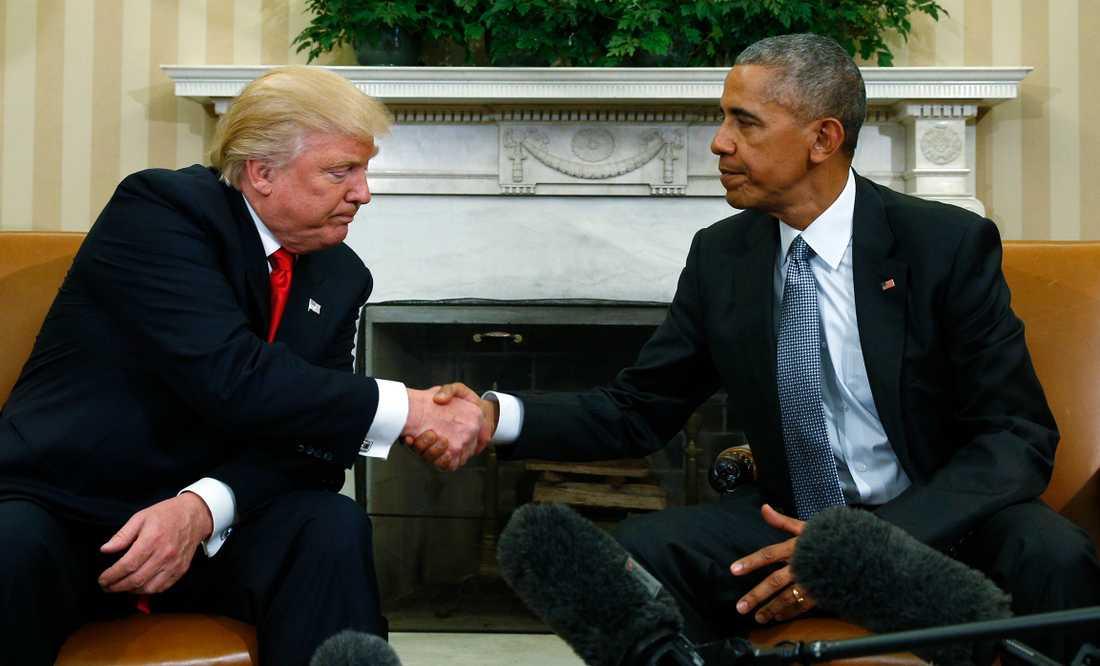 Donald Trump och Barack Obama träffas i Vita huset.