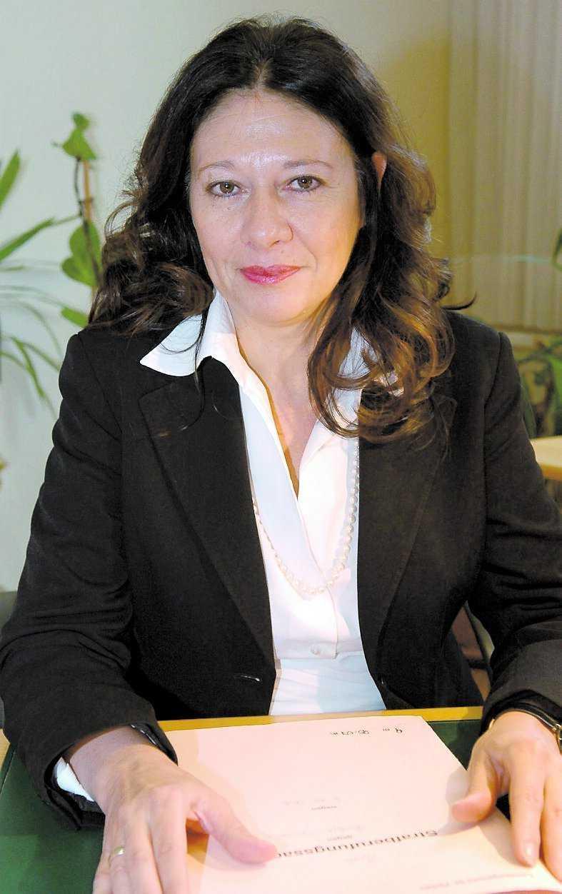 DOMARE Rättens ordförande Andrea Humer är specialiserad på sexbrottsmål. Hon assisteras av två andra domare.