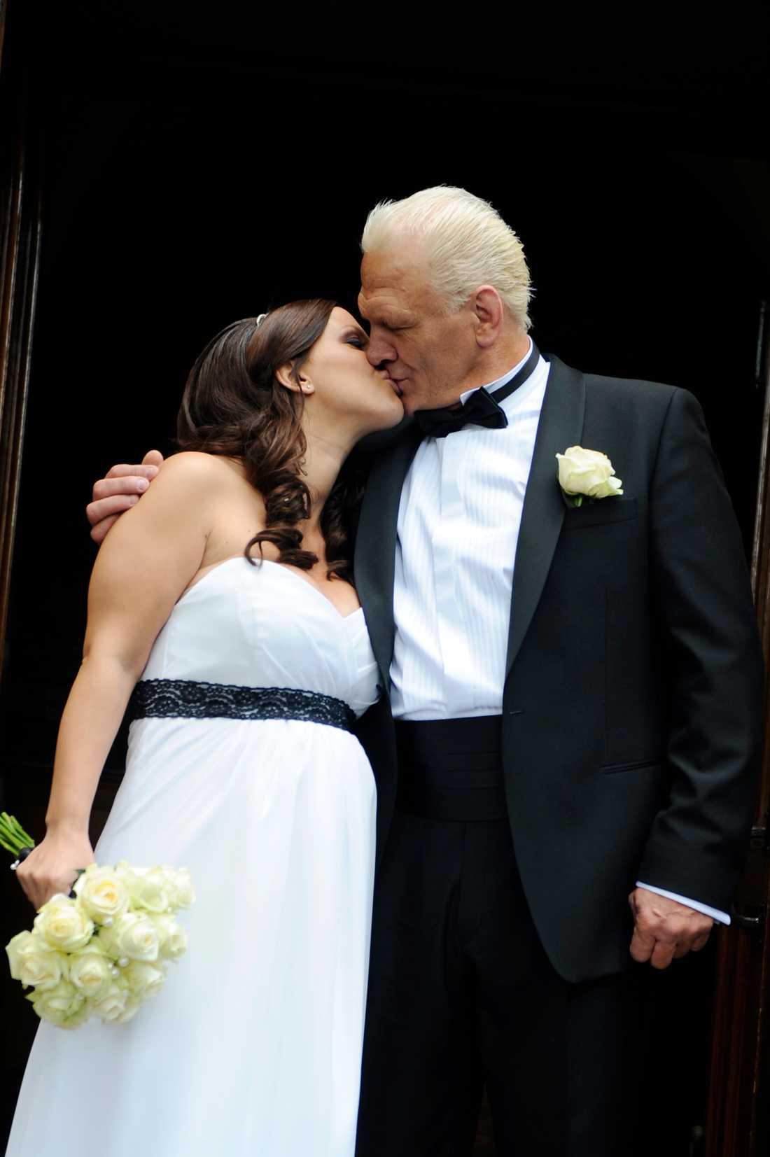 Paret gifte sig den 9 juni i Engelska kyrkan.