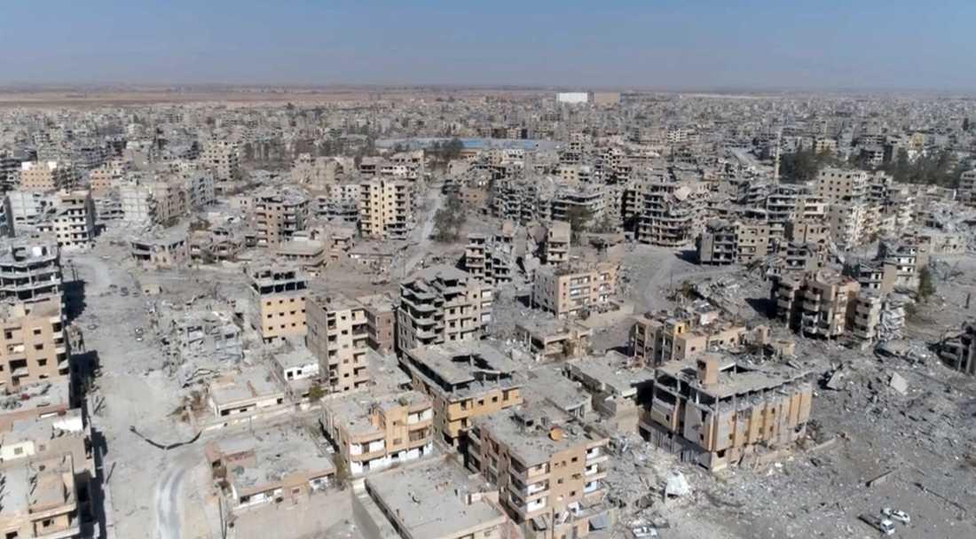 Bild ur en drönarfilm tagen den 19 oktober visar förödelsen efter kriget i Raqqa.
