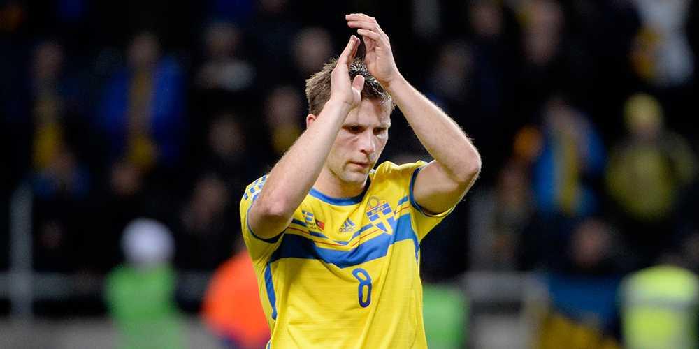 Den 12 december meddelade Erik Hamrén att Anders Svensson slutar i landslaget. Totalt blev det 148 matcher i Blågult.