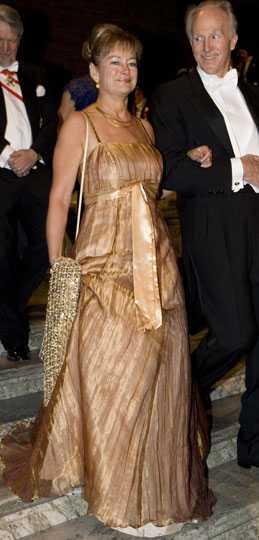Lena Adelsohn Liljeroth Det här var ingen höjdare till klänning. Den går ton i ton med huden och ger ett blekt intryck. Betyg: 1/5
