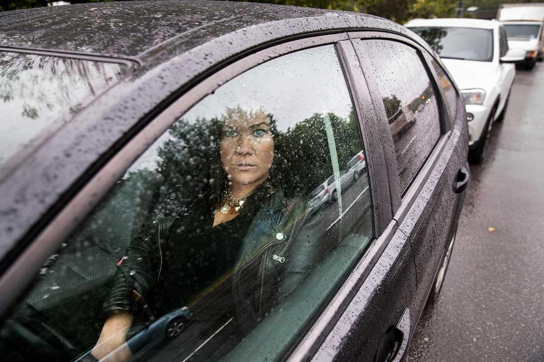 Som privatdetektiv kan Jane Andersson tillbringa timmar i en bil med att spana. Ofta är de två ifall någon behöver ta en paus. – Jag jobbar på att få ännu mer tålamod, säger hon.