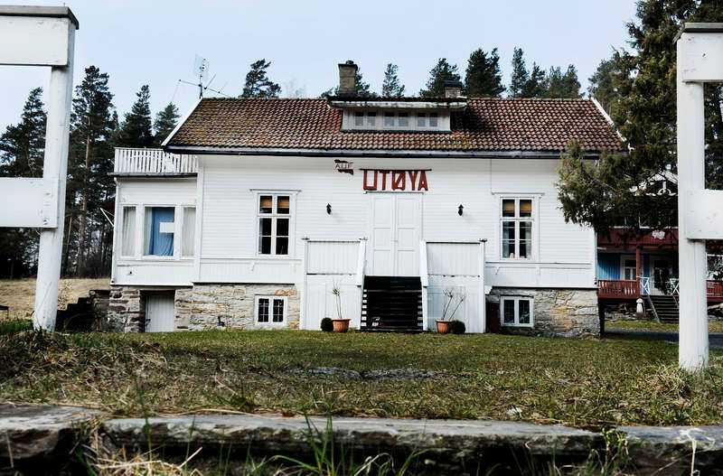 Här dödades 69 Den 22 juli 2011 är ett datum som för alltid kommer att minnas i Norge. Anders Behring Breivik sköt ihjäl 69 personer på ett AUF-möte på ön Utøya fyra mil utanför Oslo. I förra veckan inleddes rättegången mot honom. Där ställs offrens anhöriga och de överlevande öga mot öga med mannen som förändrade deras liv för all framtid.