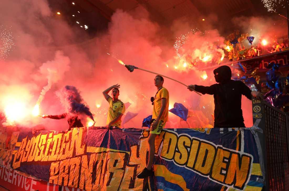 Nu blir det svårare för svartlistade Brøndby-anhängare att smyga sig in på stadion. Arkivbild från en match mot Genk i Belgien.
