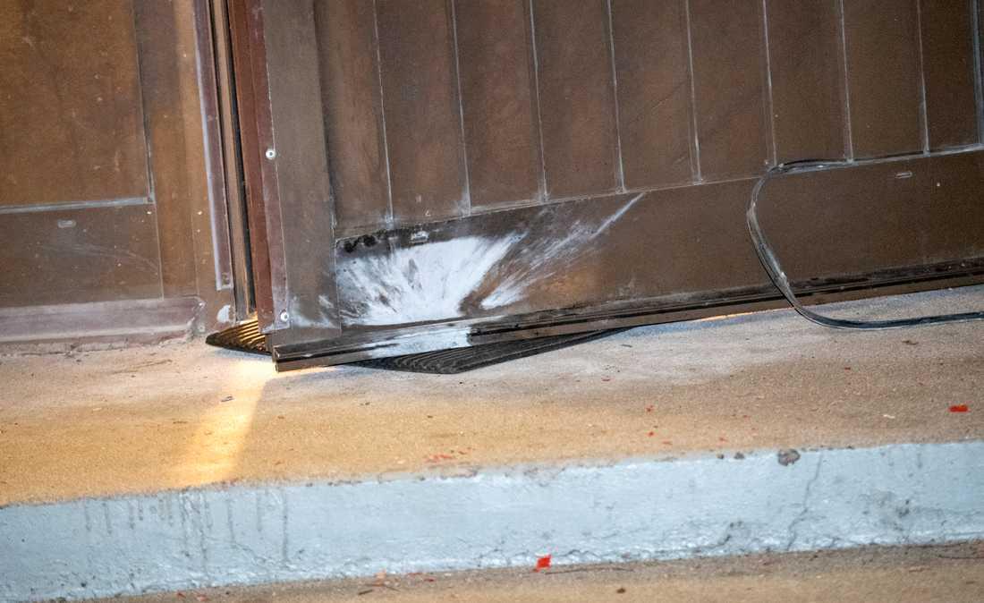 En detonation har inträffat vid ett flerfamiljshus i stadsdelen Heleneholm i Malmö.