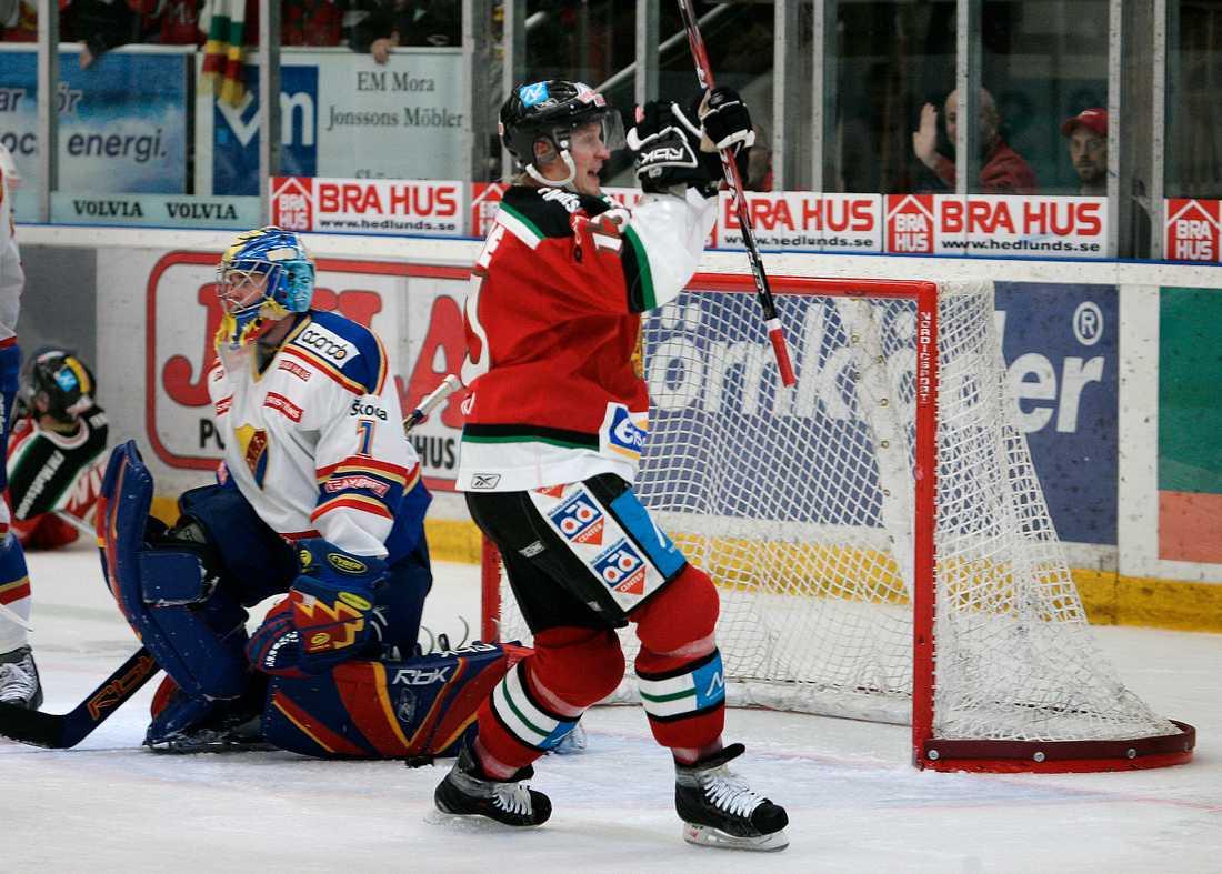 Säker seger Mora hade inga större problem att besegra Djurgården som saknade flera viktiga spelare.