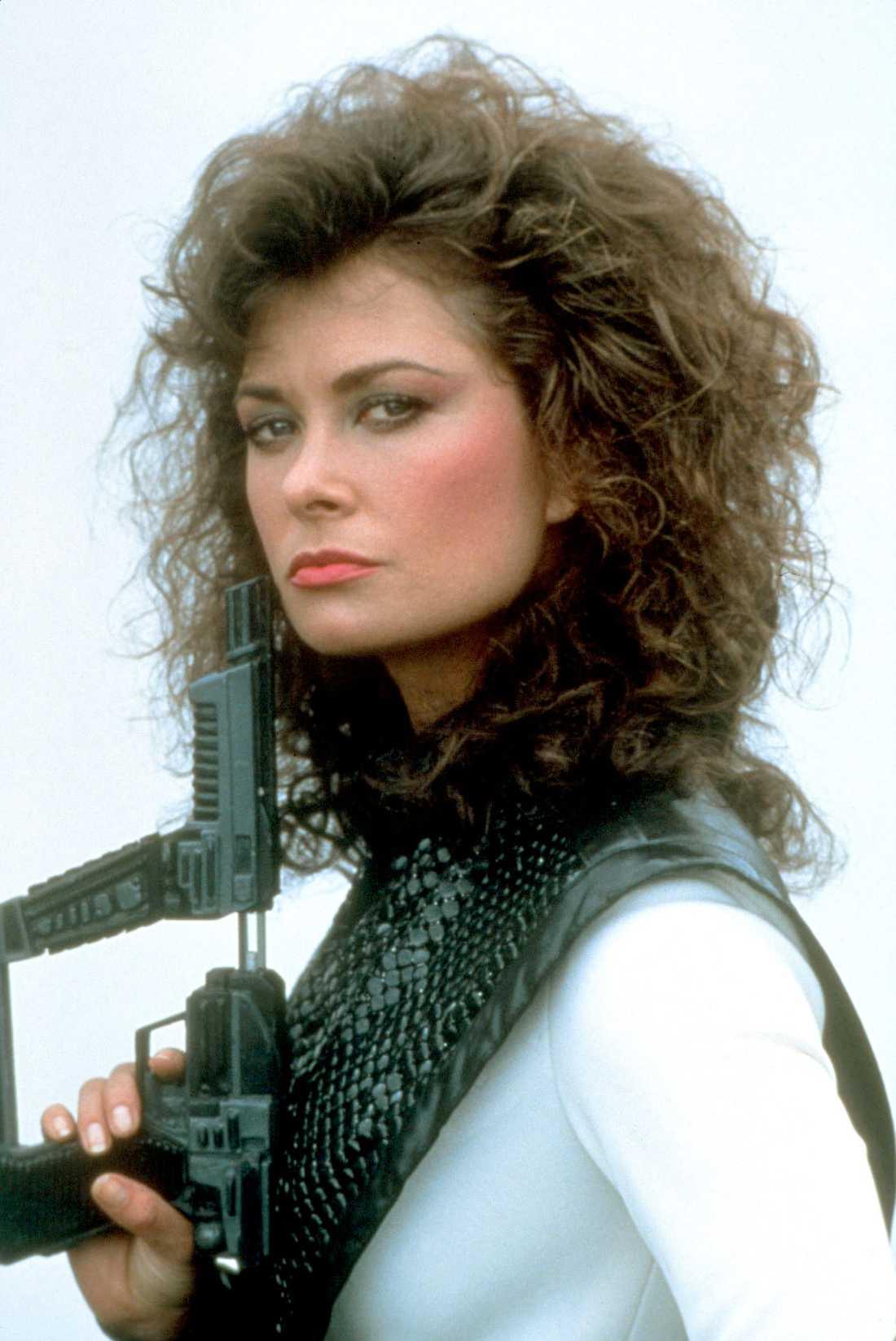 Skådespelaren Jane Badler är mor till den avlidne Harry Hains.