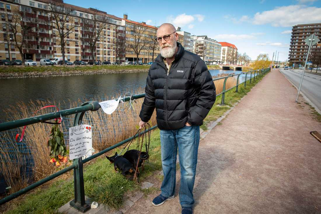 Björn Nilsson bor i närheten och han anser att kanotisterna har provocerat svanhanen.