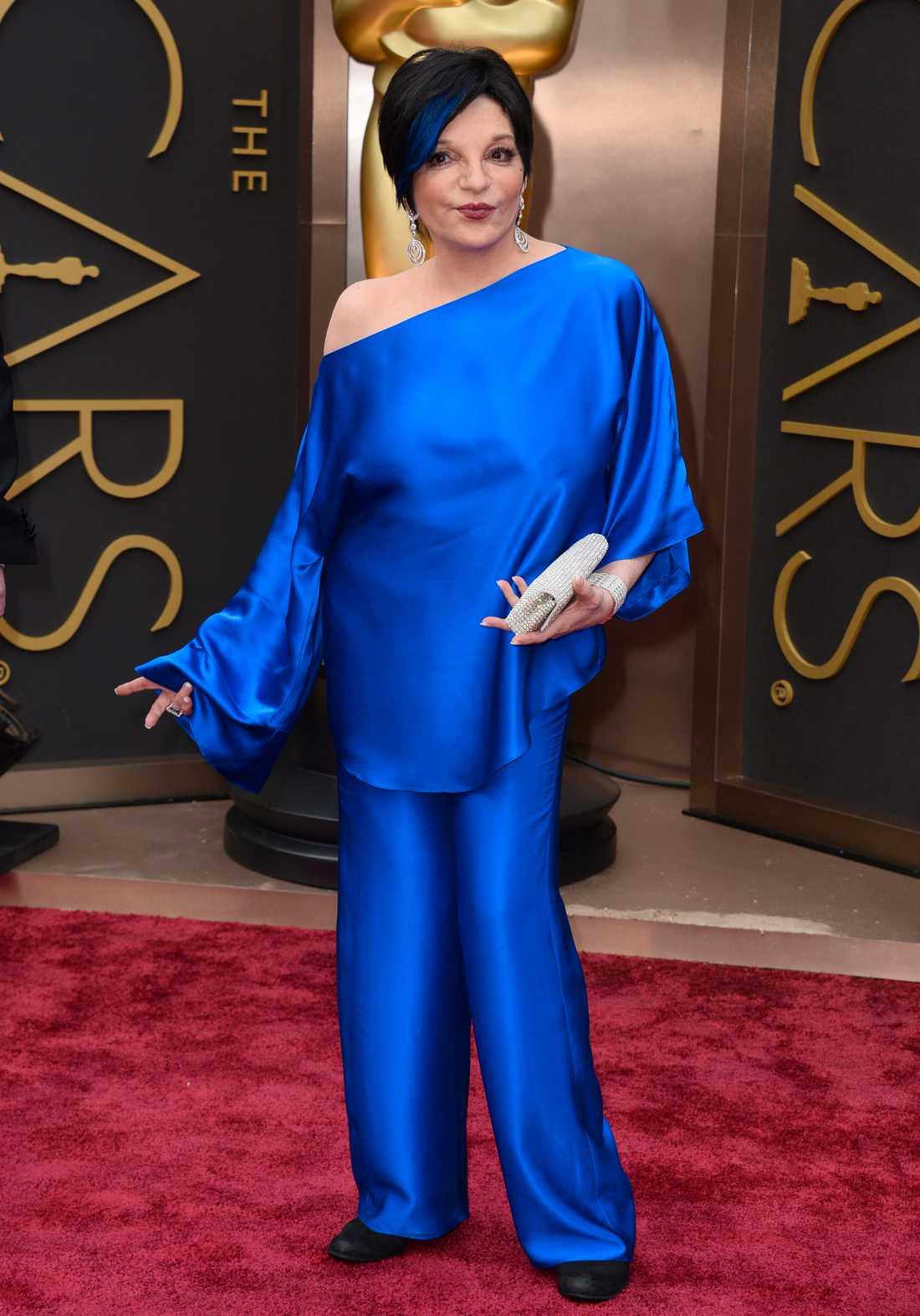 Liza Minelli valde blixtblå byxdress.