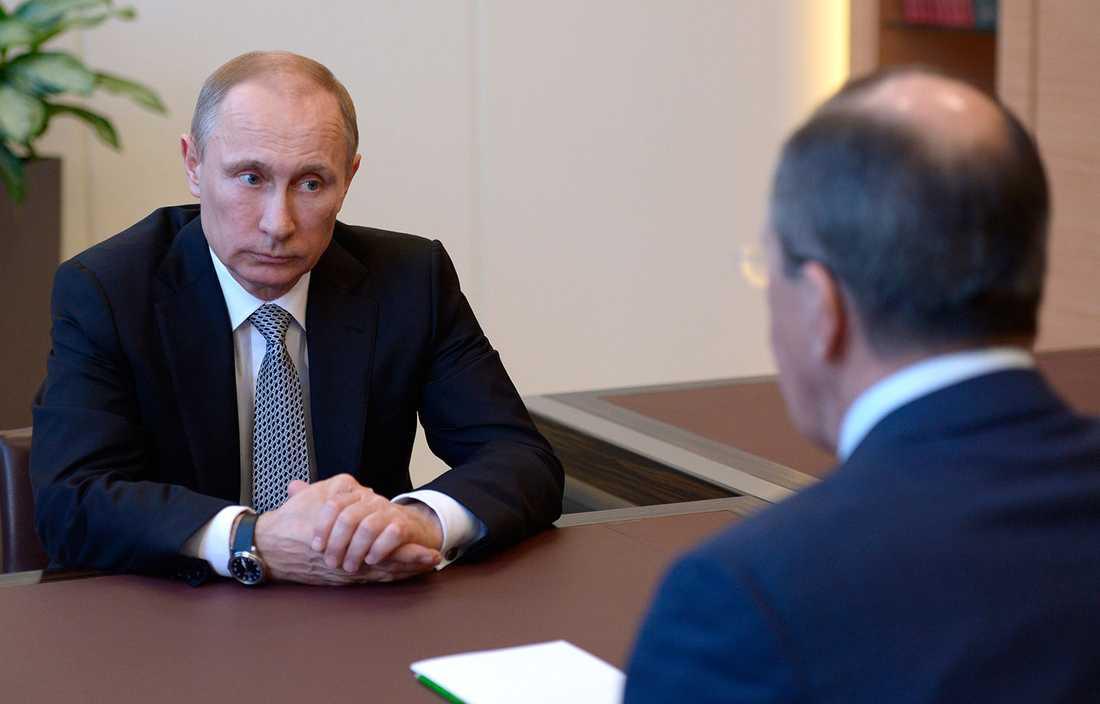 Putin med sin utrikesminister Sergej Lavrov.