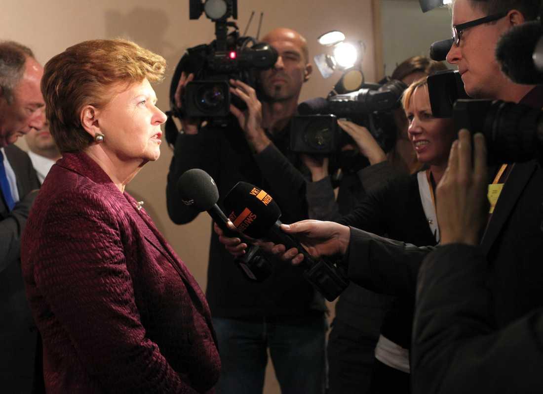 På apberget Lettlands förra president Vaira Vike-Freiberga vill ha strängare lagstiftning för journalistiken i EU. Här vid ett möte i EU-parlamentet i Bryssel, 2009.