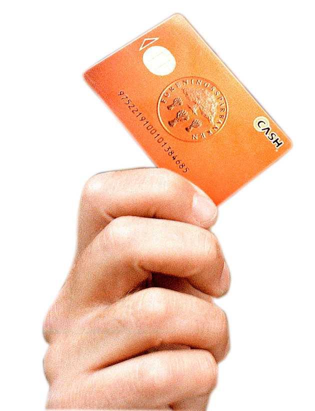 Cashkortet Tänk om det fanns ett betalkort som man kunde använda för att handla och utan att fylla i några blanketter eller visa legitimation. Tänk om man kunde ladda kortet med max 1 500 kronor och tänk om man kunde göra det i rödfärgade terminaler ute på stan. Det låter som en fantasi, men under några år i skärningen mellan 90- och 00-tal fanns betalkortet. Det hette Cash och det var en vacker men hopplös produkt från dag ett. Svagheterna var fler än styrkorna, det var fel idé i rätt tid. Lite som en tidigare socialdemokratisk partiledare, så att säga.
