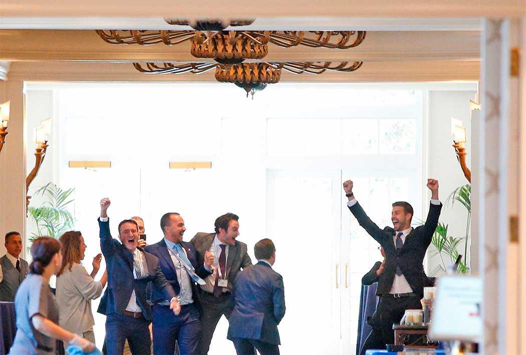 Gerard Pique, till höger, jublar efter Davis Cup-beskedet.