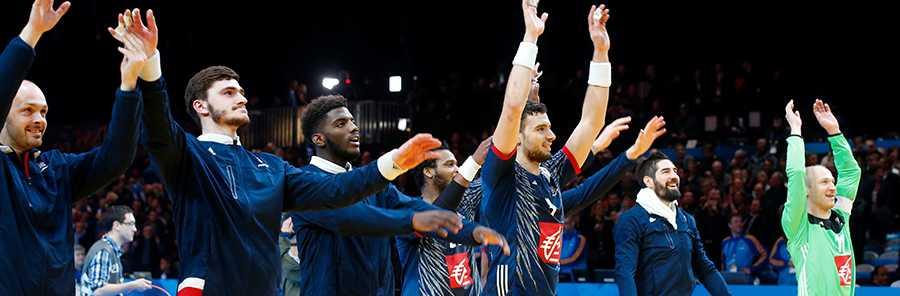 Frankrikes spelare efter segern mot Island i åttondelsfinalen