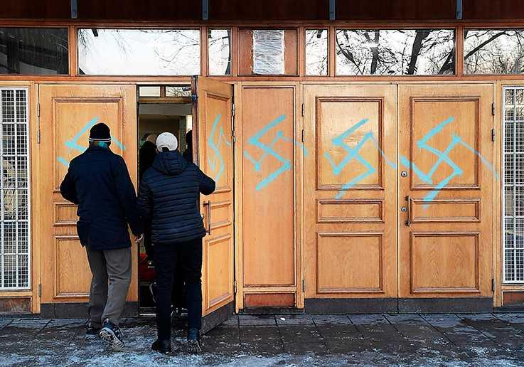 Klotter på Stockholms moské i januari i år.