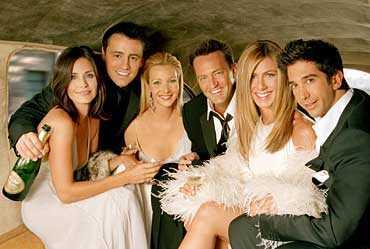 Från vänster: Courtney Cox (Monica), Matt LeBlanc (Joey), Lisa Kudrow (Phoebe), Matthew Perry (Chandler, Jennifer Aniston (Rachel) och David Schwimmer (Ross).