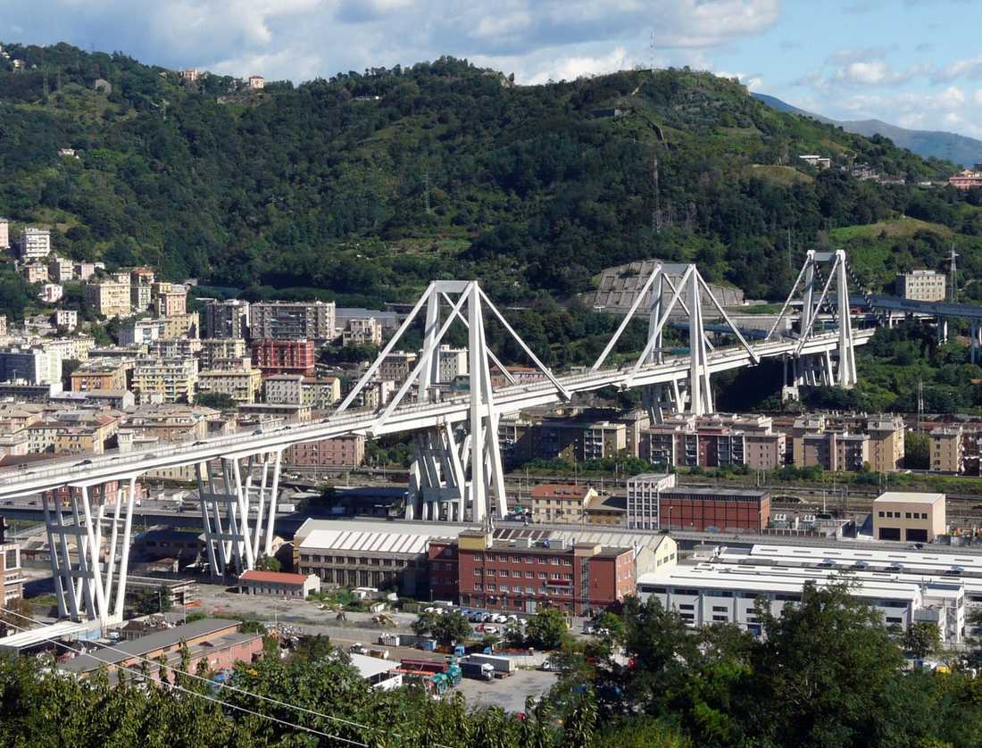 Morandibron i Genua innan raset.