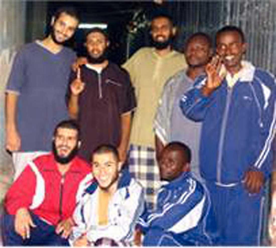 Munir Awad, längst fram i mitten, satt fängslad i Etiopien i flera månader 2007.