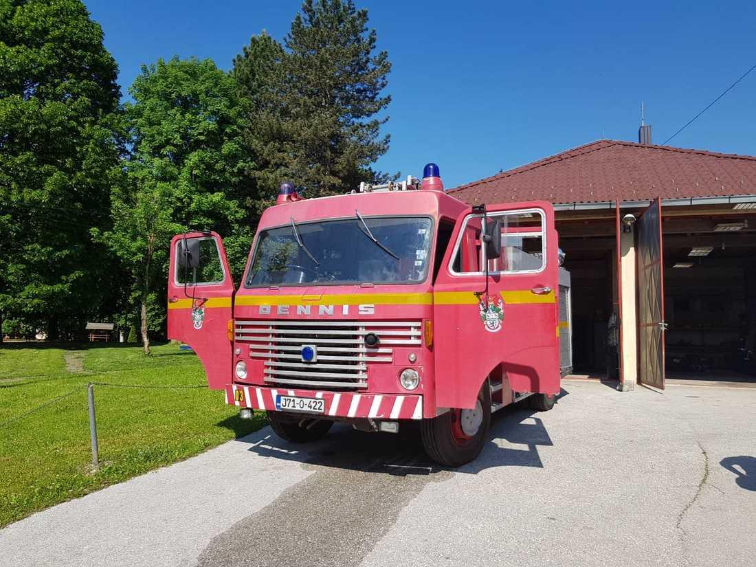 De gamla brandbilen Dennis från 1973 hade hål i taket och saknade modern utrustning