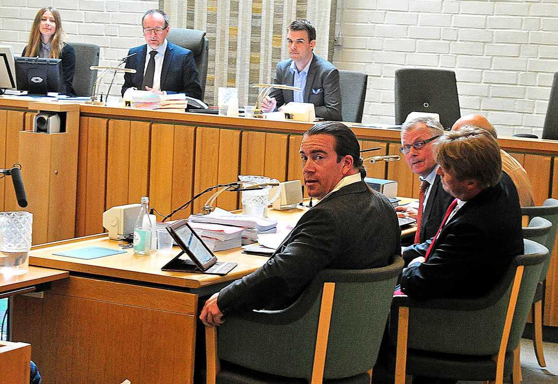 DÖMDES TILL DAGSBÖTER 2013 ställdes Jan Emanuel Johansson inför rätta för grovt skatte- och bokföringsbrott. I juni 2013 dömdes han mot sitt nekande för bokföringsbrott och försvårande av skattekontroll.