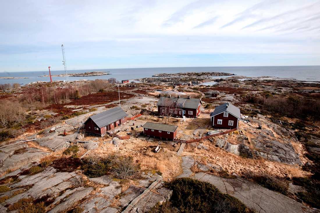 Bostadshus på Svenska Högarna, ögruppen i Stockholms ytterskärgård som nu blir landets största marina naturreservat. Arkivbild.