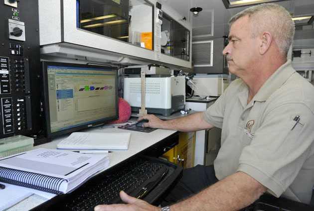 Sergeanten Todd Reek i ett laboratorium i Miami som genomför bland annat kärnvapentester.
