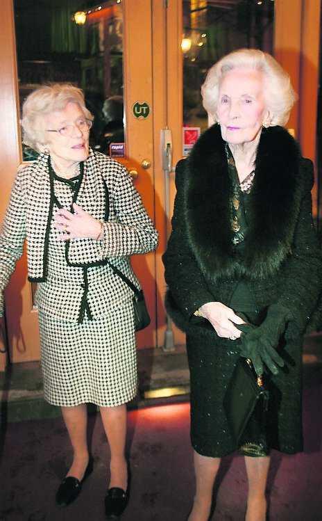 """FÅR VÅRD DYGNET RUNT Prinsessan Lilians hovmarskalk Elisabeth Palmstierna, till vänster, väljer nu att för första gången kommentera Lilians hälsotillstånd. """"Enligt läkare har Lilian alzheimer"""", säger hon."""