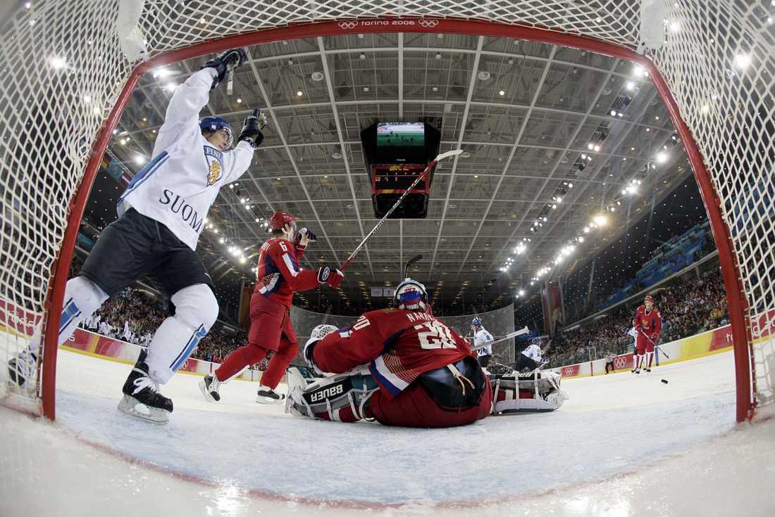 Firar ett mål mot Ryssland i semifinalen i Turin-OS 2006. Finland förlorade sedan finalen mot Sverige.