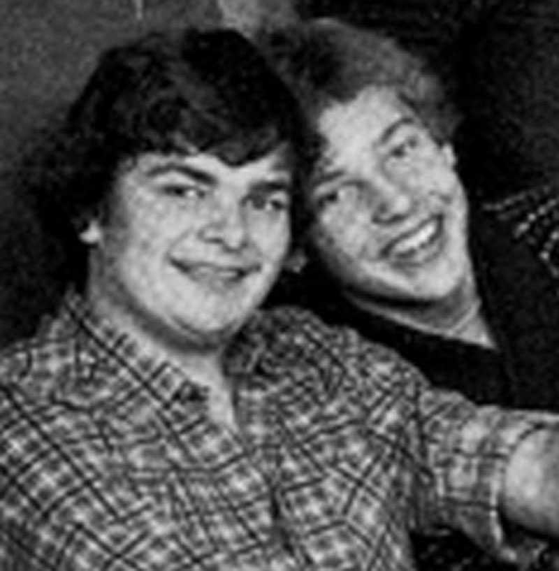 POLAREN Håkan Juholt och Tommy Brännström tillsammans på ett skolfoto från gymnasiet.