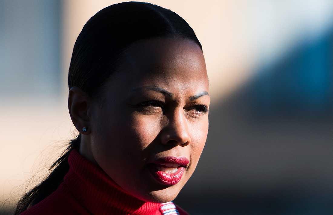 Alice Bah Kuhnke säger sig inte ha informerats om kulturprofilens rykte innan medaljutdelningen.