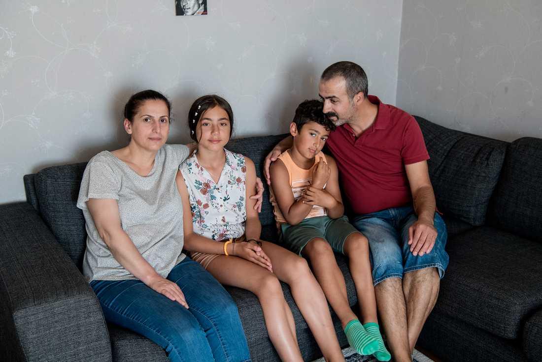 """Buket har bott hos familjen Kök i sex år. """"Hon är som en dotter för oss"""", säger familjehemspappan Irfan."""