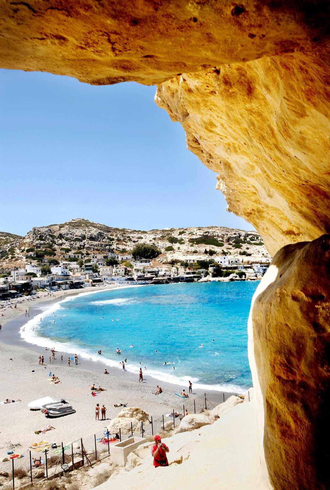 Grottorna användes redan av romarna, då som gravar, men sedan 60-talet är de befolkade av hippies.