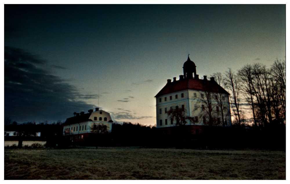 På Engsö slott vimlar det av spöken.