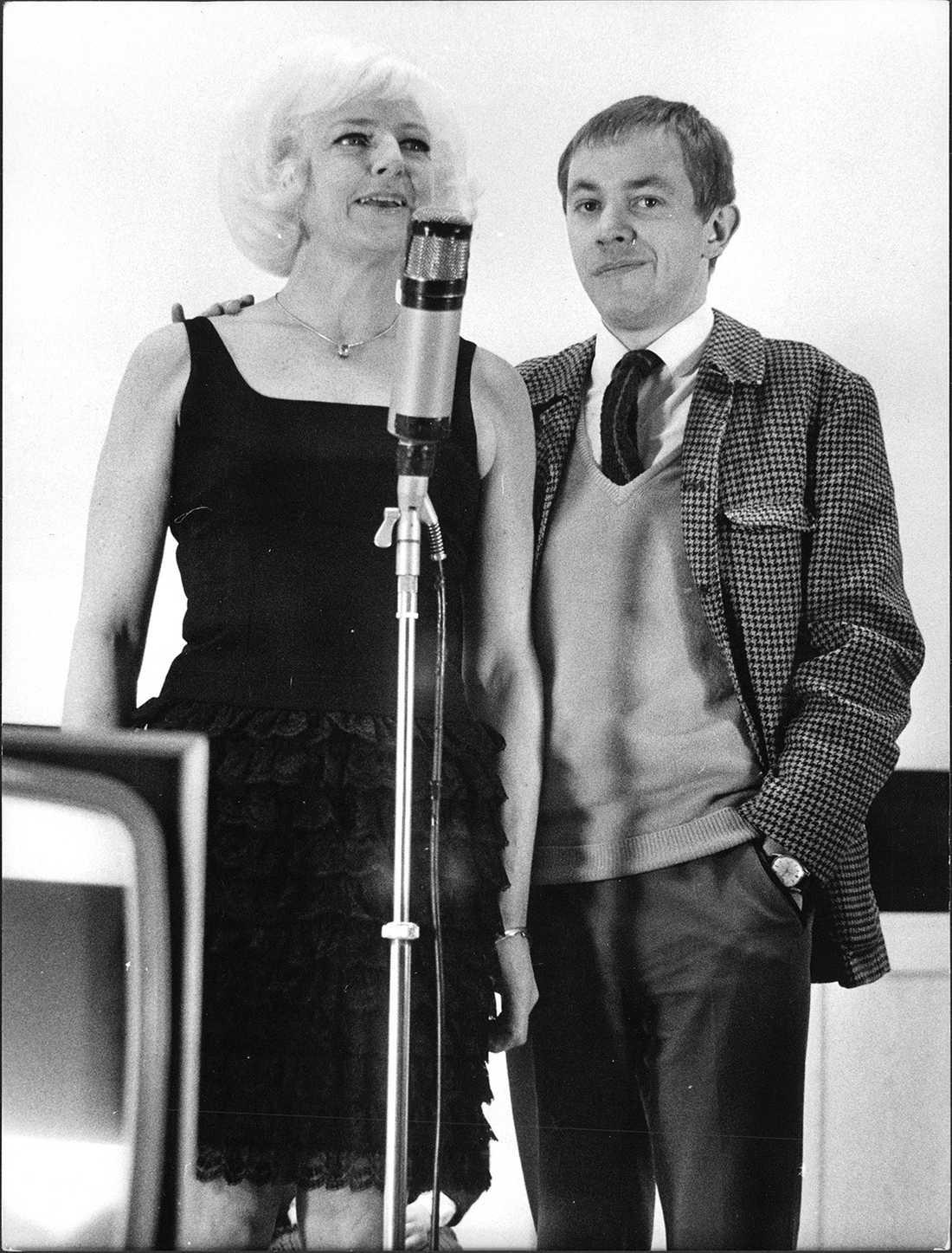 """Alice Timander, tandläkare/premiärlejon och Aftonbladets Sigvard """"Sillen"""" Lindström 1967."""