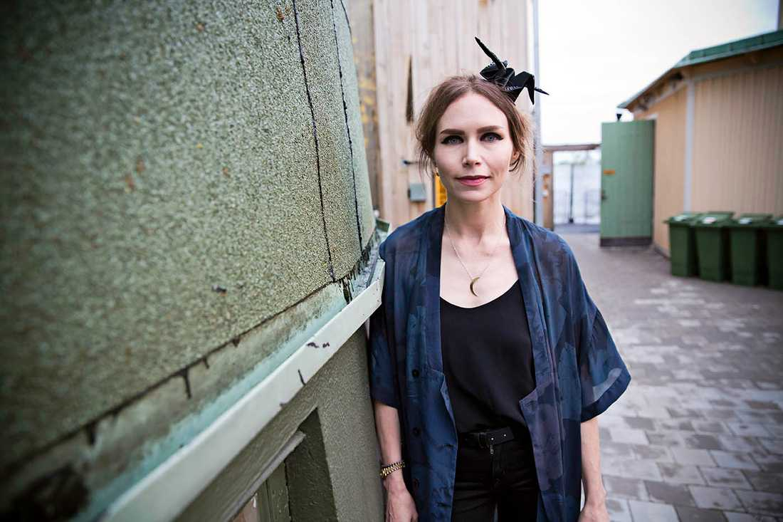 Nina Persson, 42.