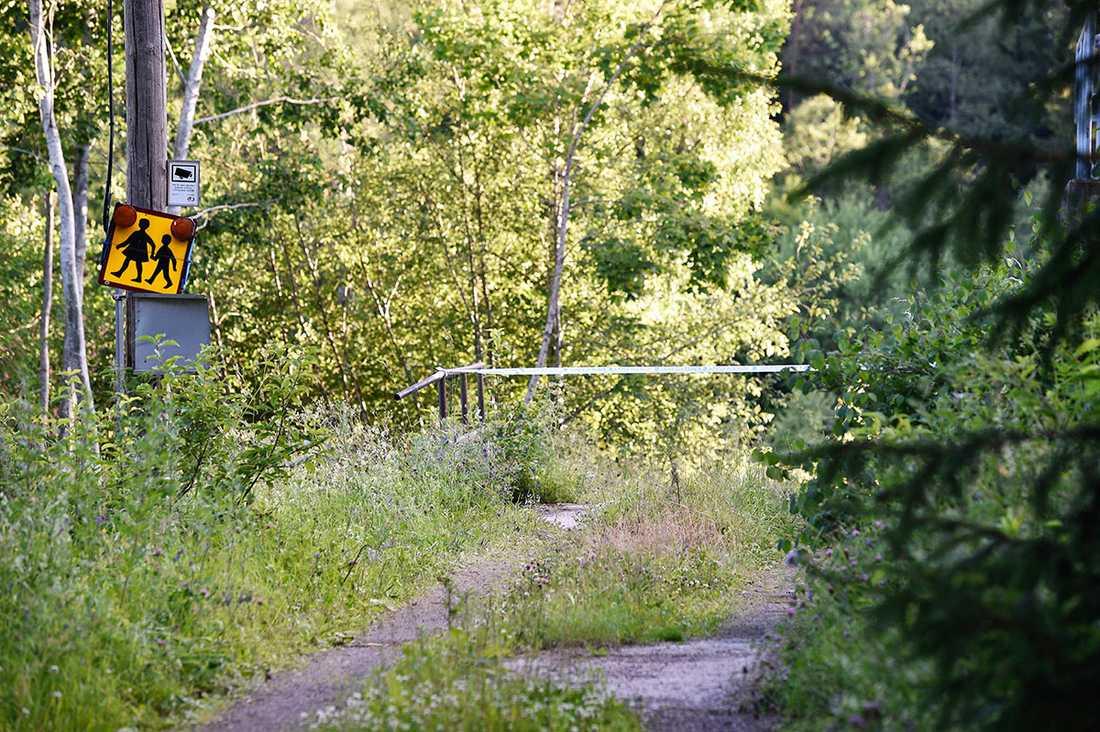 Den 61-åriga kvinnans kropp hittades i ett gruvhål.