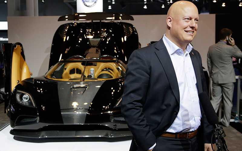 Christian von Koenigsegg framför sin Hundra