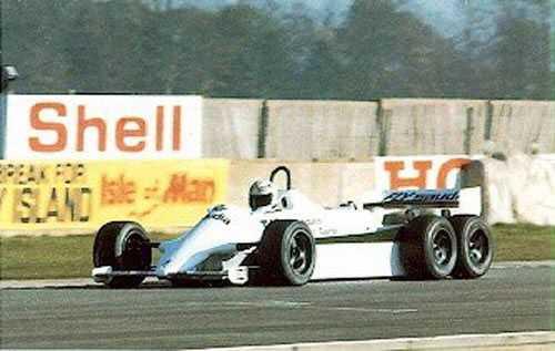 3. Williams Ford FW07D Det brittiska teamet gjorde även de ett försök med sex däck 1982. Den här gången handlade det om fyra däck på bakaxeln. Men detta stannade vid ett försök. Bilen användes i flera tester, men körde inget race – och det behövdes inte. Keke Rosberg körde hem VM-titeln till teamet, han behövde bara fyra däck.