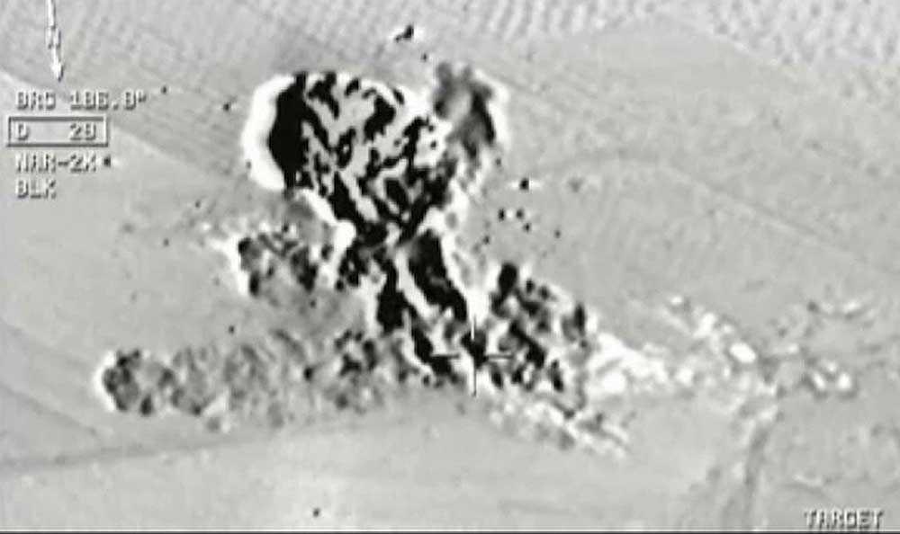 Turkisk militär bombar IS-mål i Syrien.