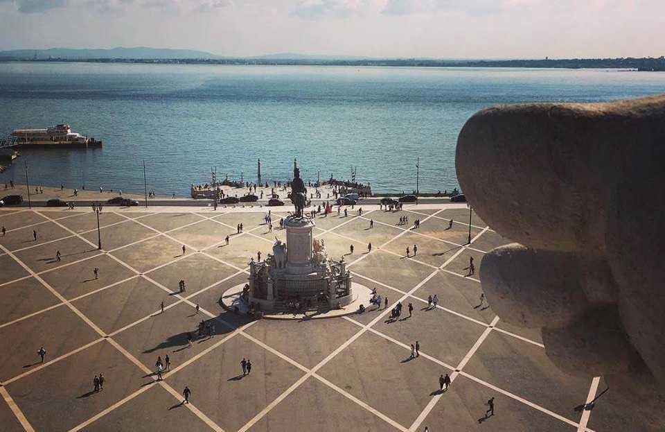 Torget Praça do Comércio är en historisk plats, där upptäcktsresande gav sig iväg över Atlanten.