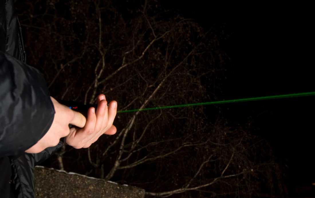 Laserpekare som köps från okända försäljare på nätet kan vara mycket farligare för ögonen än man tror, varnar svenska myndigheter. Arkivbild.