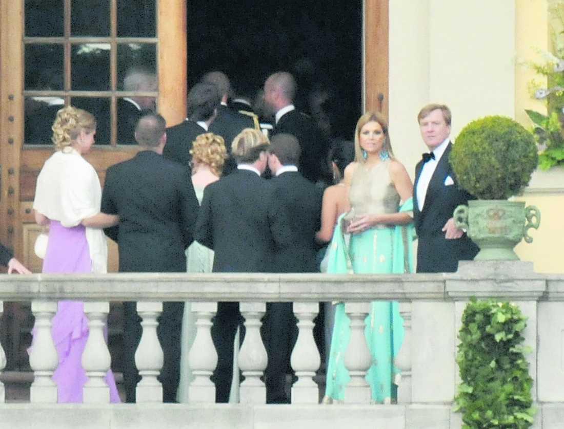 Holländska kronprins Willem Alexander och hans fru Máxima står väldigt nära Victoria.