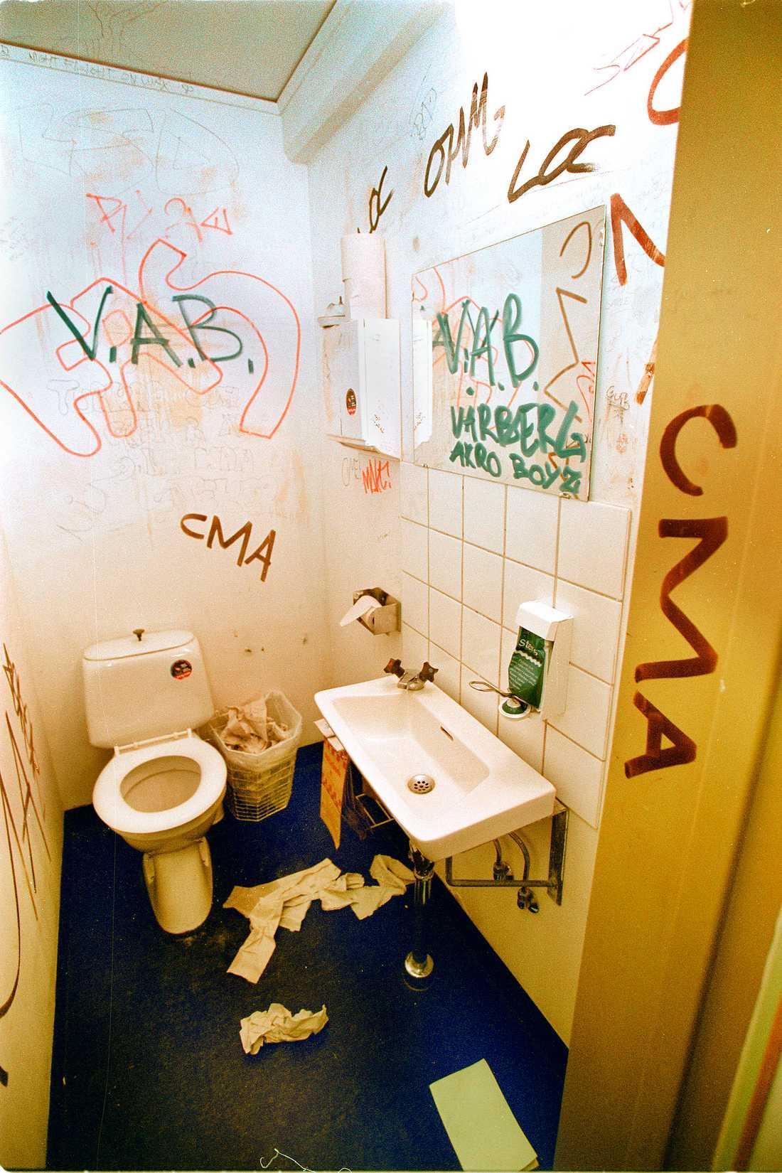 Dagens skola Utan städpersonal rasslar samhället ihop, och de behövs i skolan, inte hemma hos välbeställda politiker. Foto: Rolf Pettersson