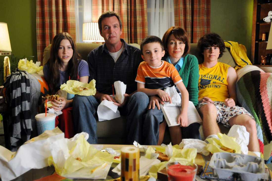 """Cirka 80000 kronor per avsnitt. Atticus Shaffer (i orange tröja), 11, """"The Middle""""."""