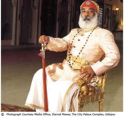 Arvind Singh Mewar är en del av Rajastans äldsta före detta kungliga familjer, men inledde en hotellkarriär i USA som städare.