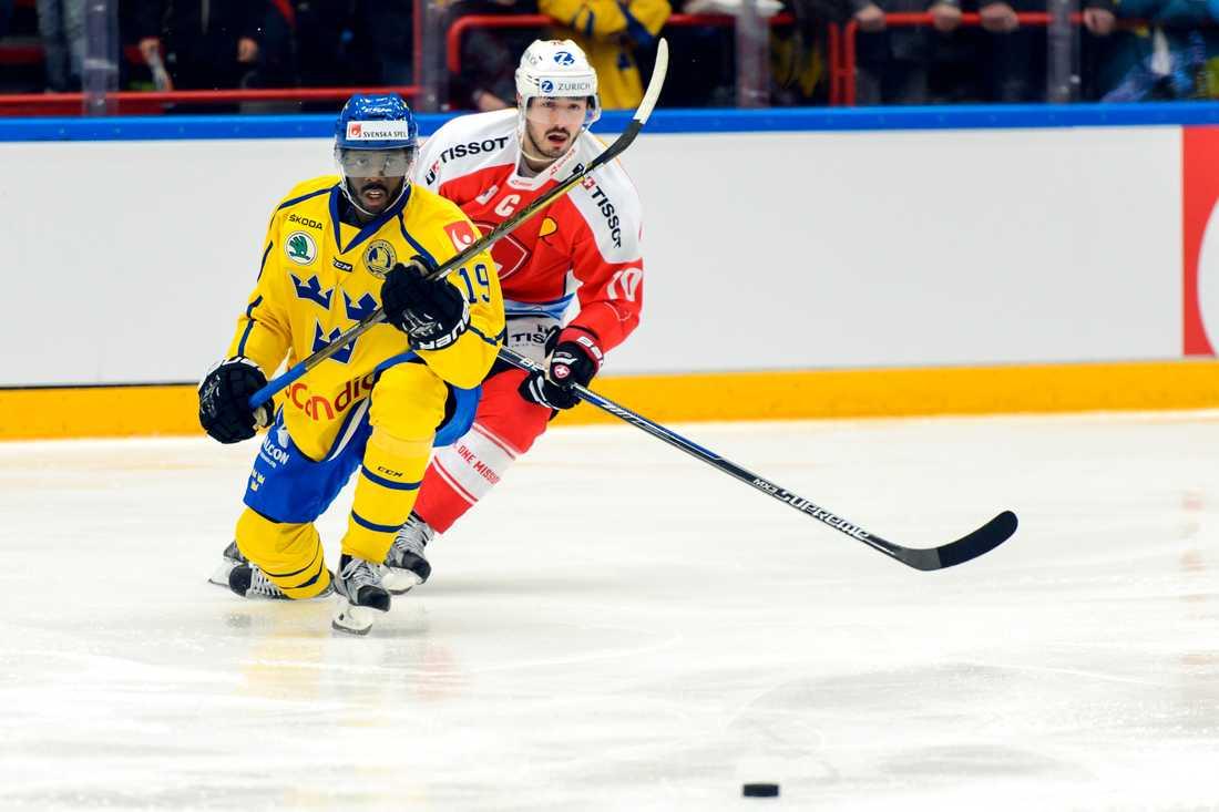Edwin Hedberg under ishockeymatchen i Euro Hockey Challenge mellan Sverige och Schweiz den 7 april 2016 i Ljungby.