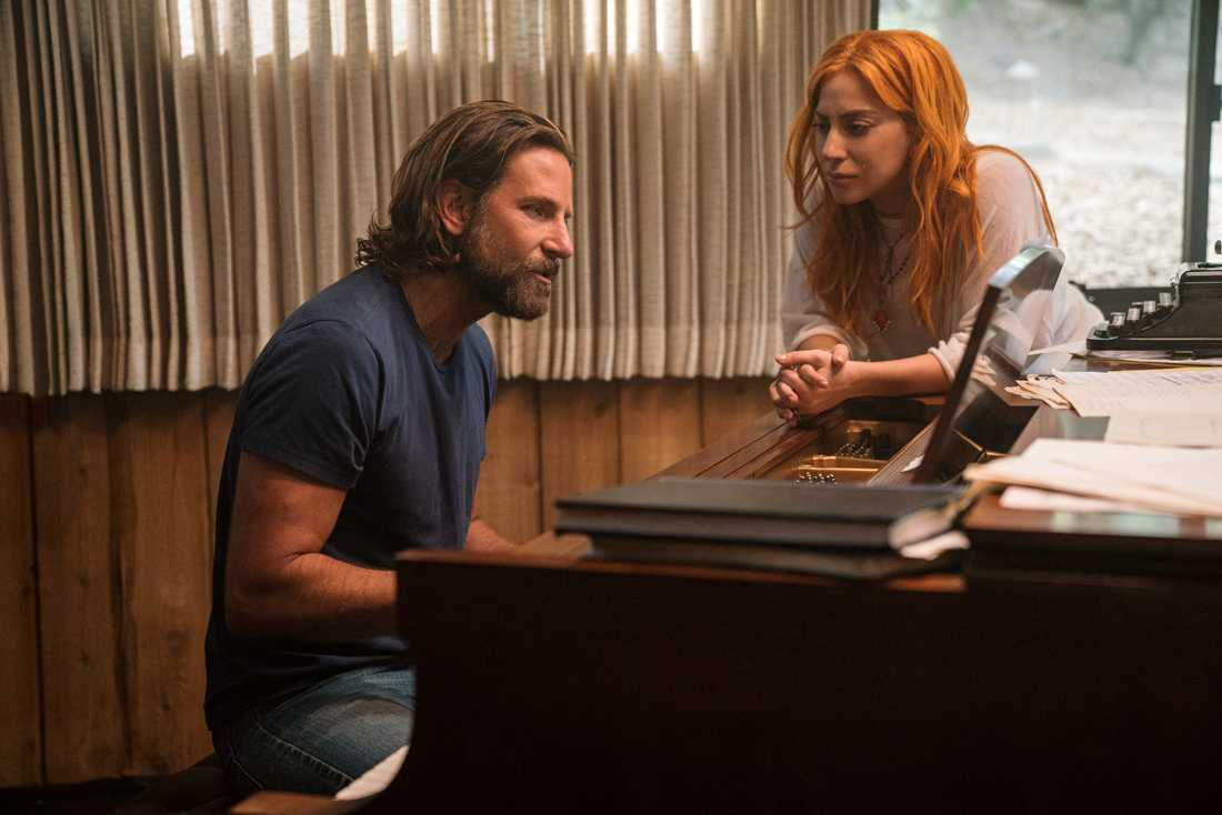 Bradley Cooper och Lady Gaga skriver music and lyrics.